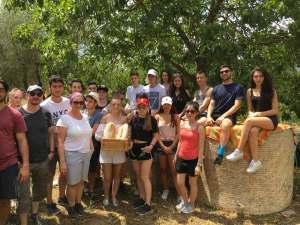Foto di gruppo con il pane di Casciano