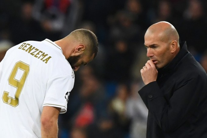 7799424508_karim-benzema-et-zinedine-zidane-durant-le-match-du-real-madrid-contre-le-galatasaray-le-6-novembre-2019