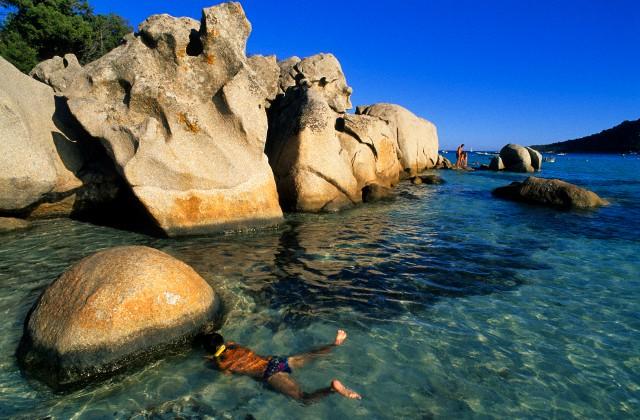 France, Corse du Sud, Santa Giulia Beach, young plunger