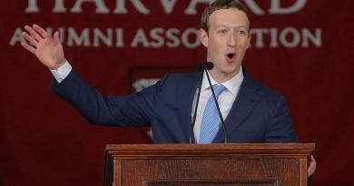 How Mark Zuckerberg Left Harvard In 2005 Without A Degree & Later Return To Receive Another Degree