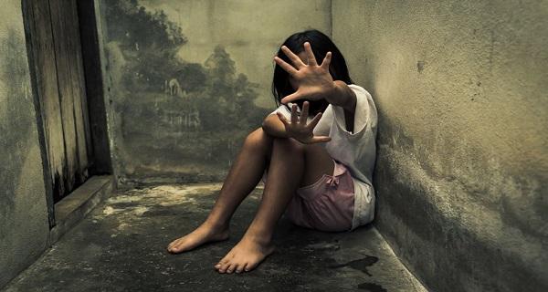Υπόθεση παιδεραστή προπονητή ιστιοπλοΐας: Σπάει τη σιωπή η τότε 11χρονη αθλήτρια (Βίντεο)