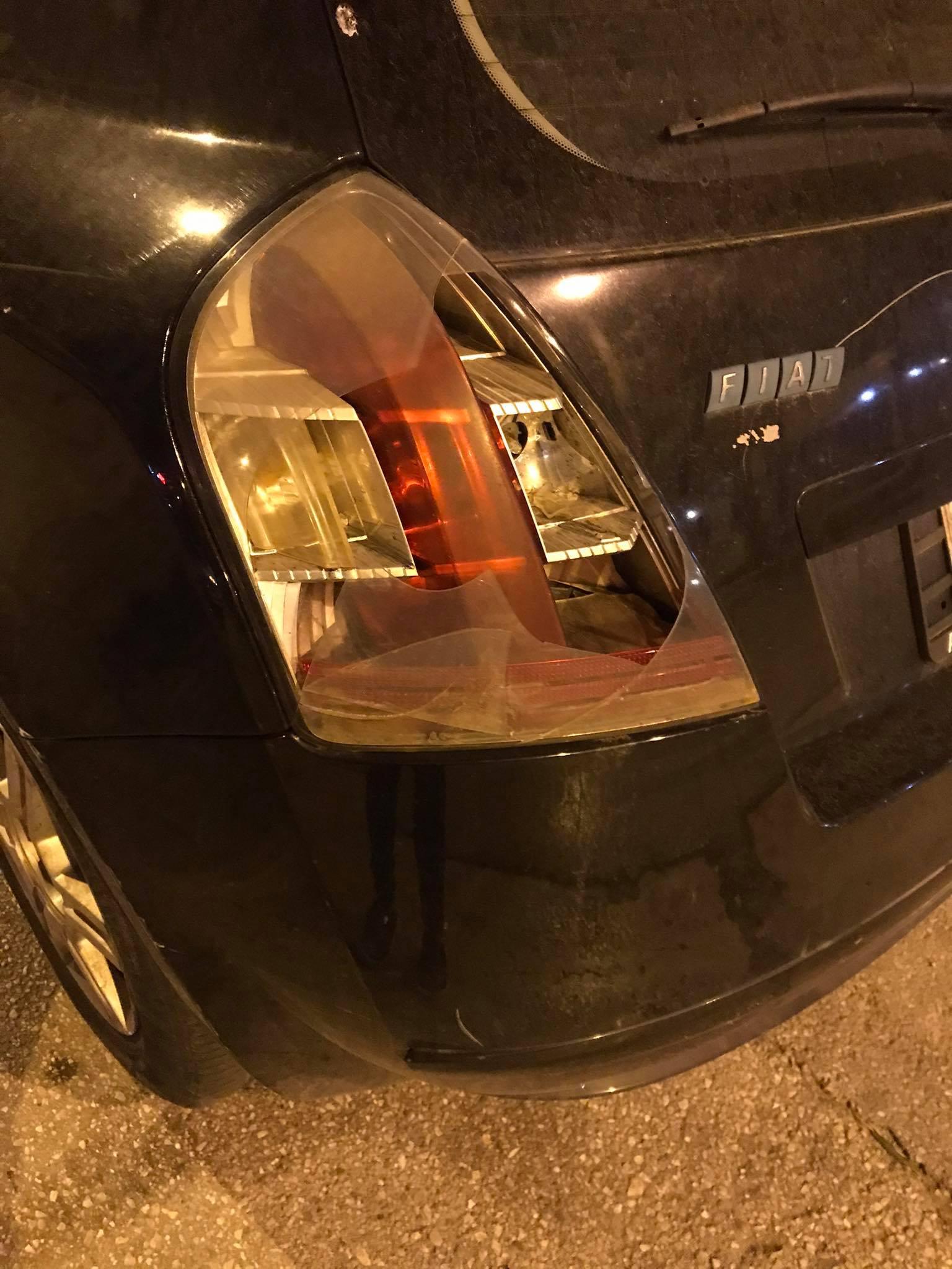Εκτακτο: Αστυνομικοί έσπασαν με γκλοπ σταθμευμένο αυτοκίνητο στην Πανορμου – Το έκαναν καλοκαιρινό το φιατάκι
