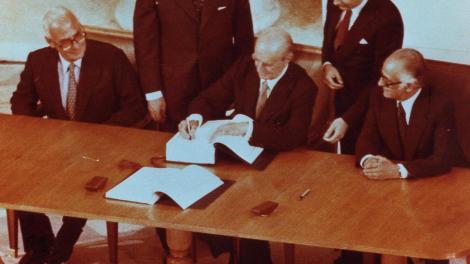 Η Ελλάδα στην Ευρώπη των λαών με υπογραφή Καραμανλή