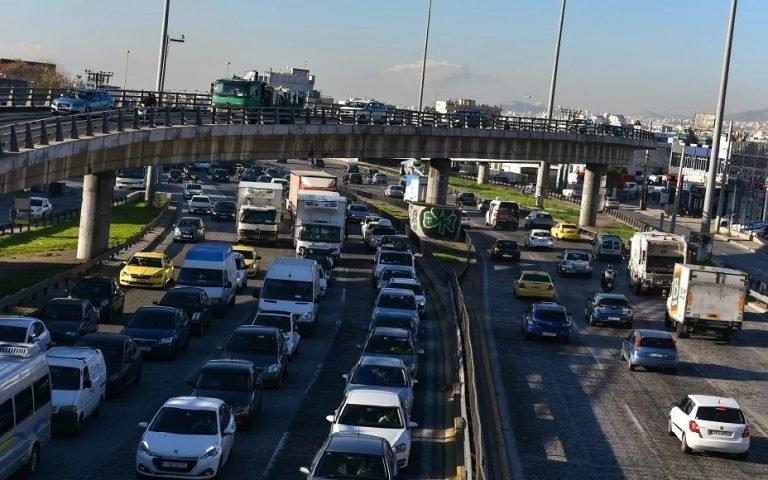 «Οδηγός» της ΑΑΔΕ για τα τέλη κυκλοφορίας με τον μήνα