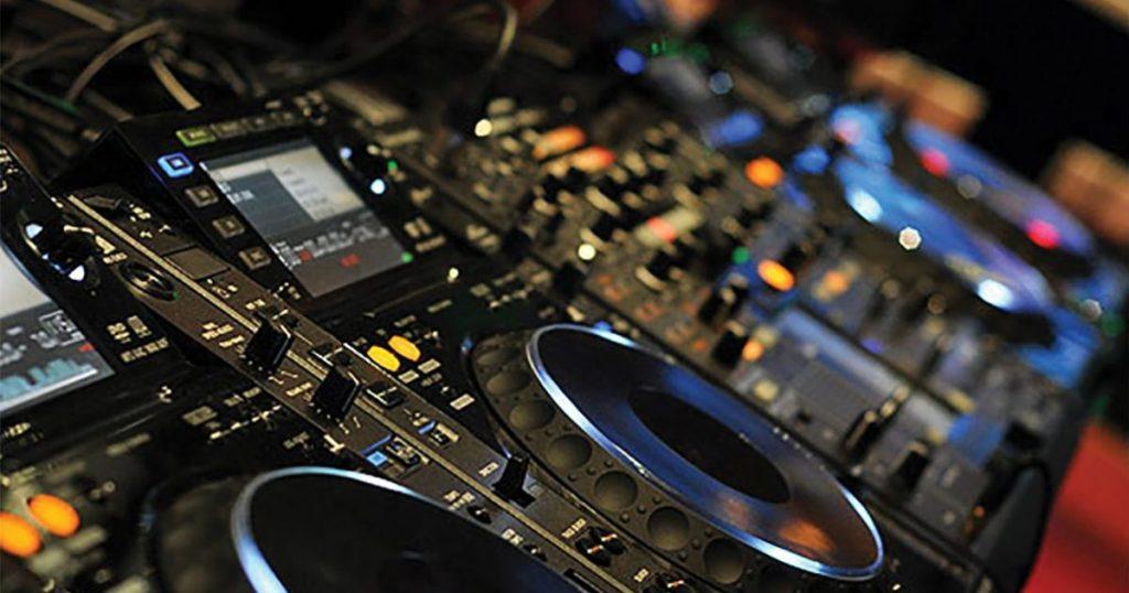 Επιστρέφει η μουσική στην εστίαση - Κυκλοφορία από το Σάββατο ως τις 1:30 μμ - Από 1/7 η απαγόρευση κυκλοφορίας καταργείται