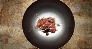 Wagyu barbecue, anguille fumée, citron verderlli confit, patate douce chez Accents Table Bourse