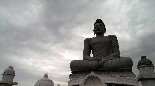 Dhyana_Buddha_statue_in_Amaravati