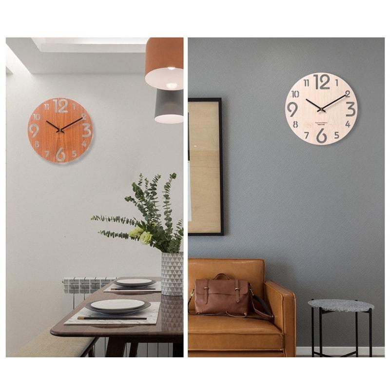 Horloge en bois clair et foncé avec chiffres ajourés