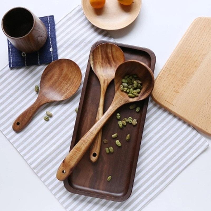 ustensiles de cuisine en bois naturel