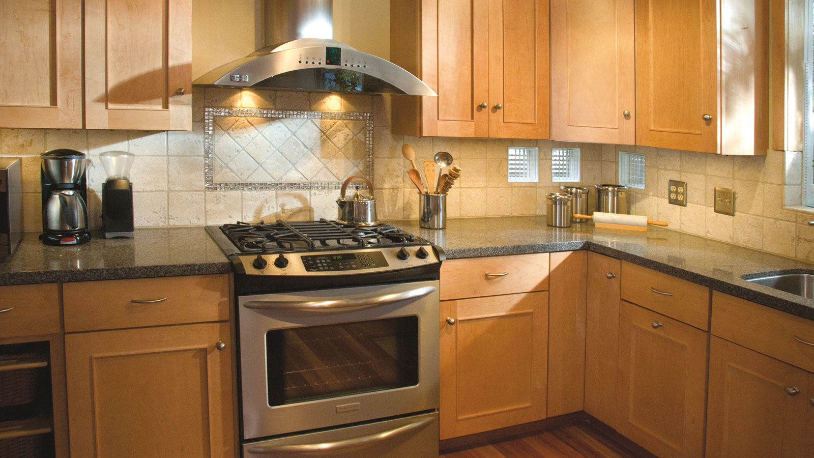 Kitchen Design Light Maple Cabinets - Small House Interior ... on Kitchen Backsplash With Natural Maple Cabinets  id=85445