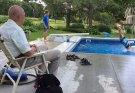 Usir Rasa Sepi, Pria 94 Tahun ini Bangun Kolam Renang Gratis Untuk Anak-anak