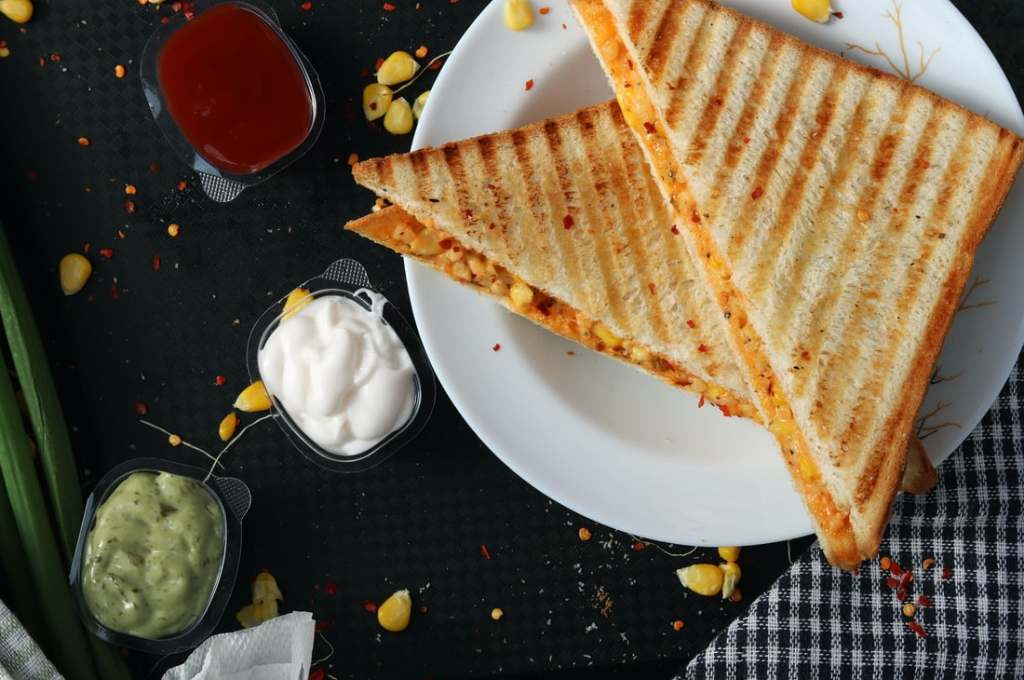 How To Make Yummy Grilled Paneer Vegetable Sandwich Recipe