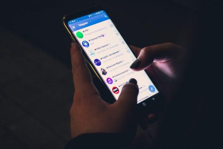 Imagem do telefone Android: unsplash