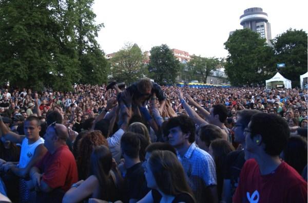 crowdsurf1