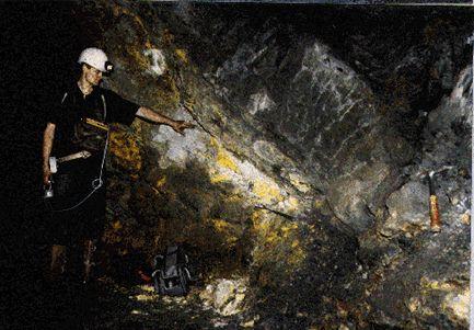 Oklo, óxido de uranio amarillo