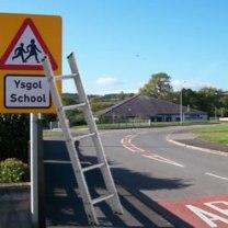 Ysgol ac ysgol - a school and a ladder