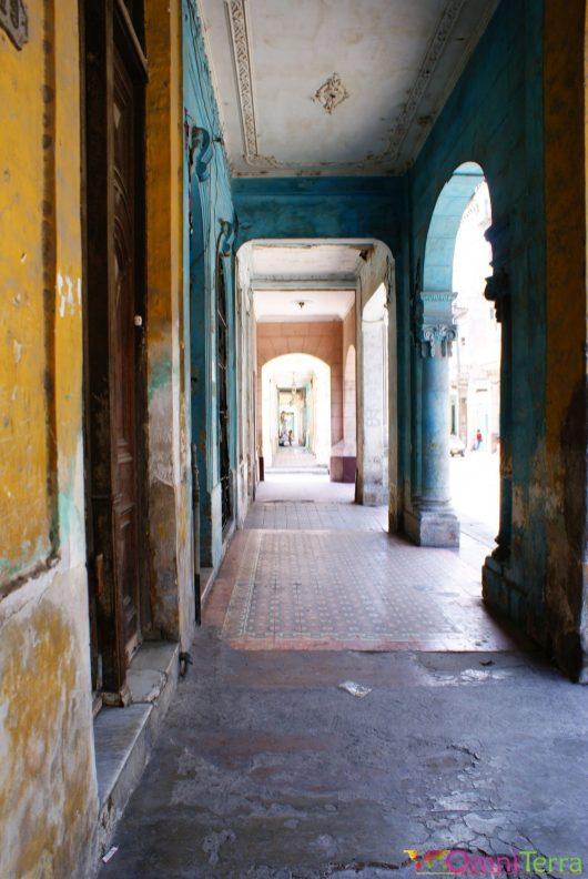 Cuba - Havane - Centro - Parvis