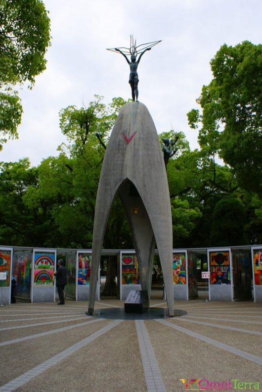 Japon - Hiroshima - Parc du Mémorial de la Paix - Monument des enfants