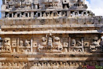 Mexique - Chichen Itza - Détails pyramide