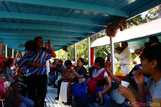 Mexique - Xochimilco - Danse et bateau