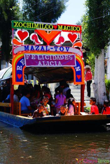 Mexique - Xochimilco - Vue d'un bateau