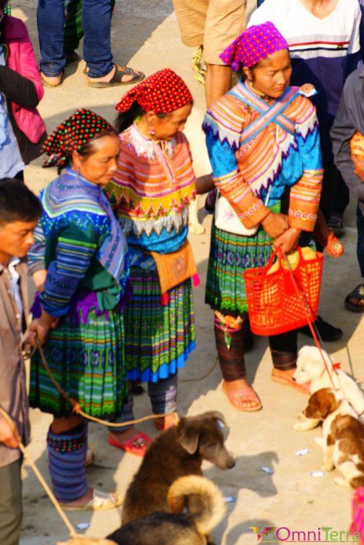 Vietnam - Bac Ha - Hmongs au marché