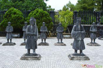 Vietnam - Hué - Tombeau de l'empereur Khai Dinh - Statues