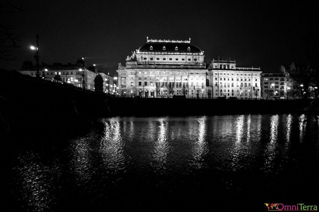 Prague-Ile-Kampa-Vue-sur-le-Théâtre-national