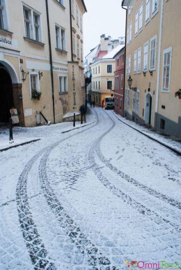 Prague-Mala-Strana-Rue enneigée