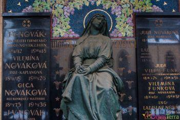 Prague-Vysherad-Cimetière-Détail tombe