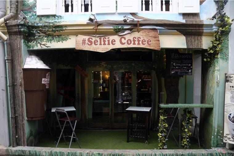 Om Nom Nomad - Selfie Coffee Singapore