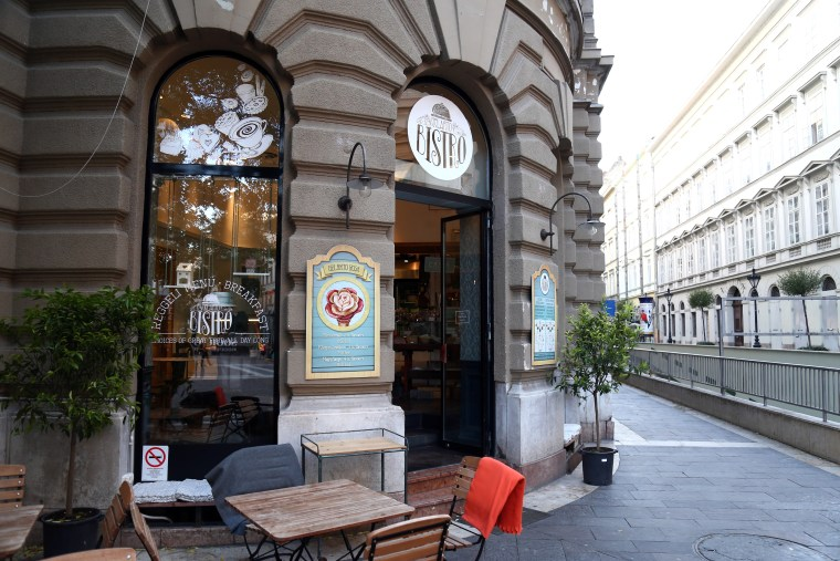 8 Pastry & Coffee Destinations in Budapest - Om Nom Nomad