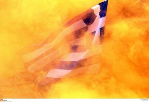 Κατέβασαν την Ελληνική σημαία διαδηλωτές στην Ιταλία