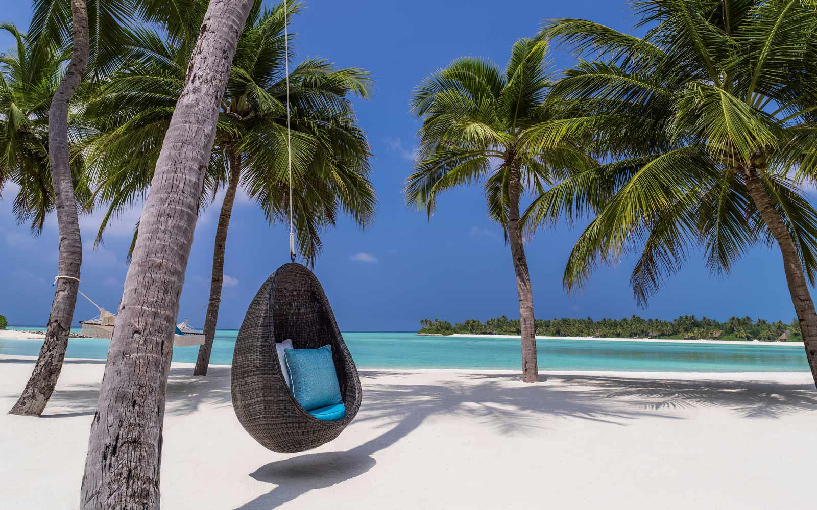 One and OnlyReethi Rah swing chair
