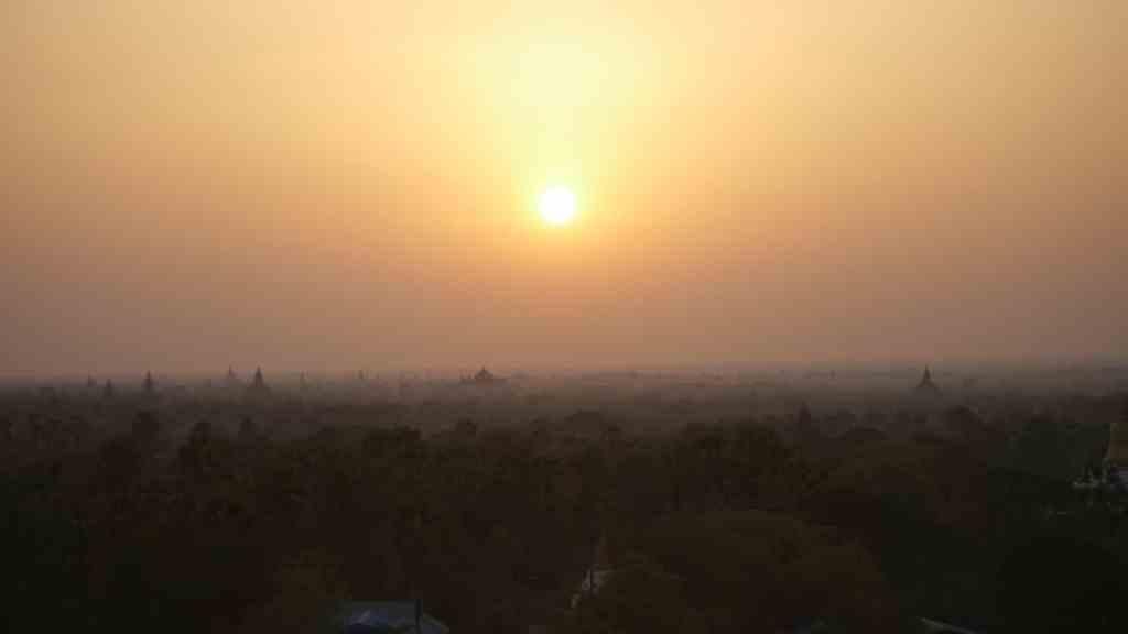 Sunrise over Bagan Getting lost in Bagan