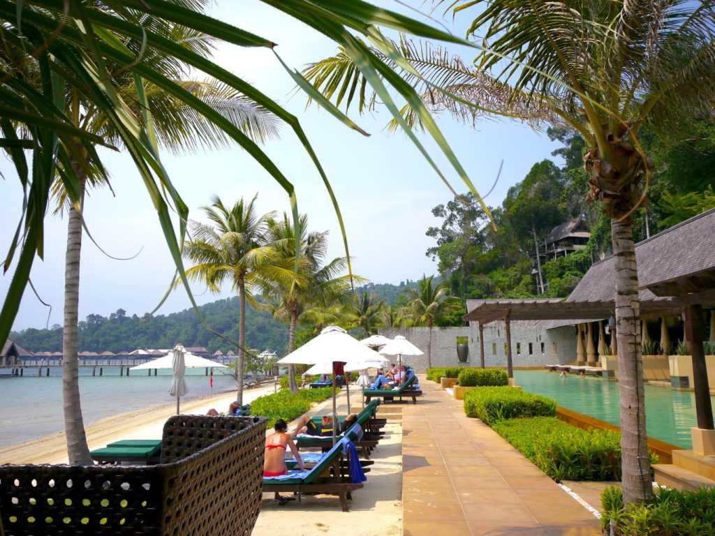 Gaya Island resort pool