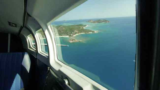 """Light aircraft to Lizard Island"""