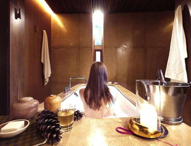 """Amankora bathtub'"