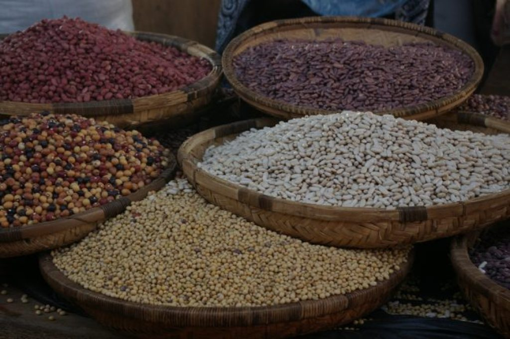 Sourcing local food at Mzuzu market