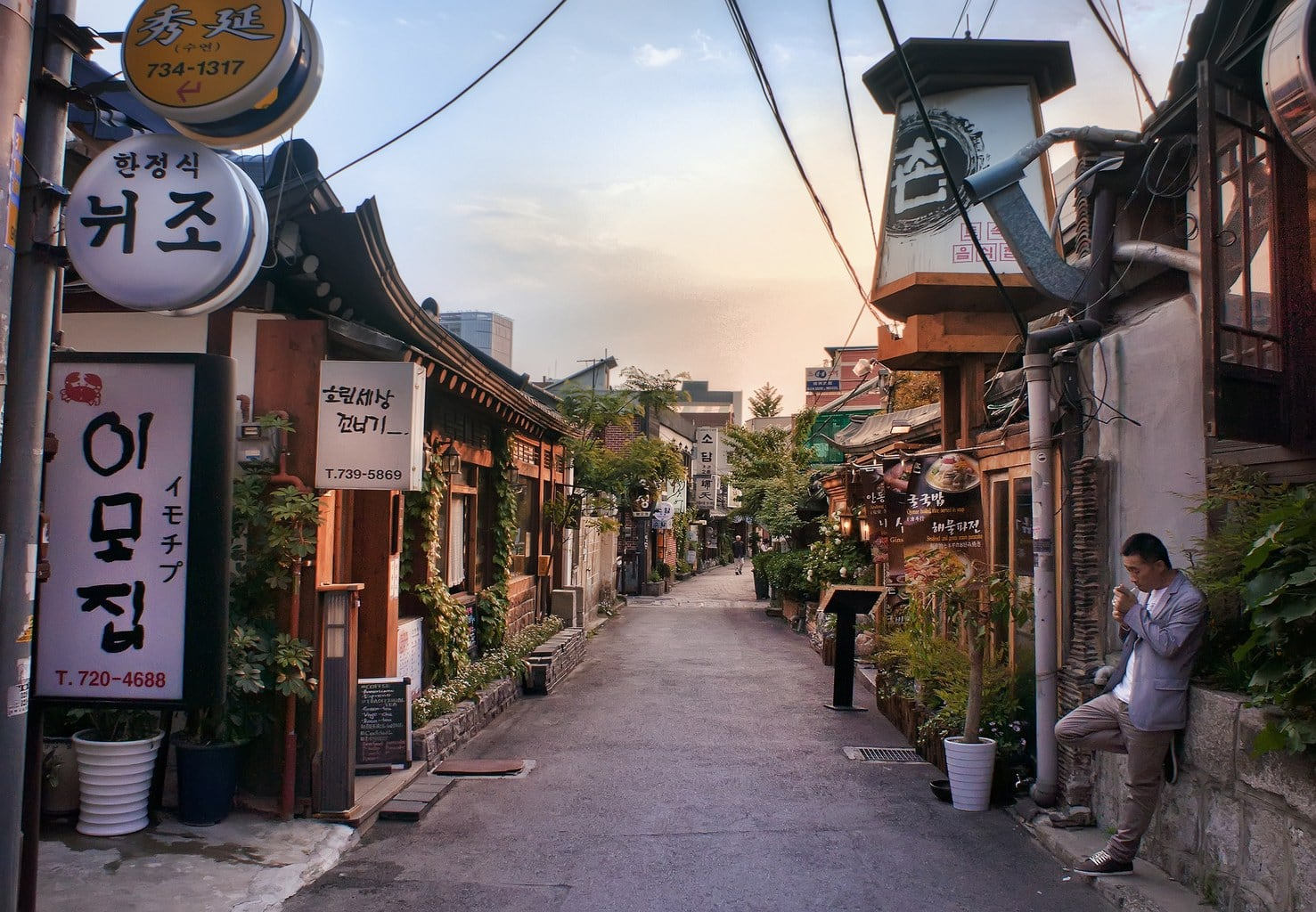 The backstreets of Insadong where you'll find great food