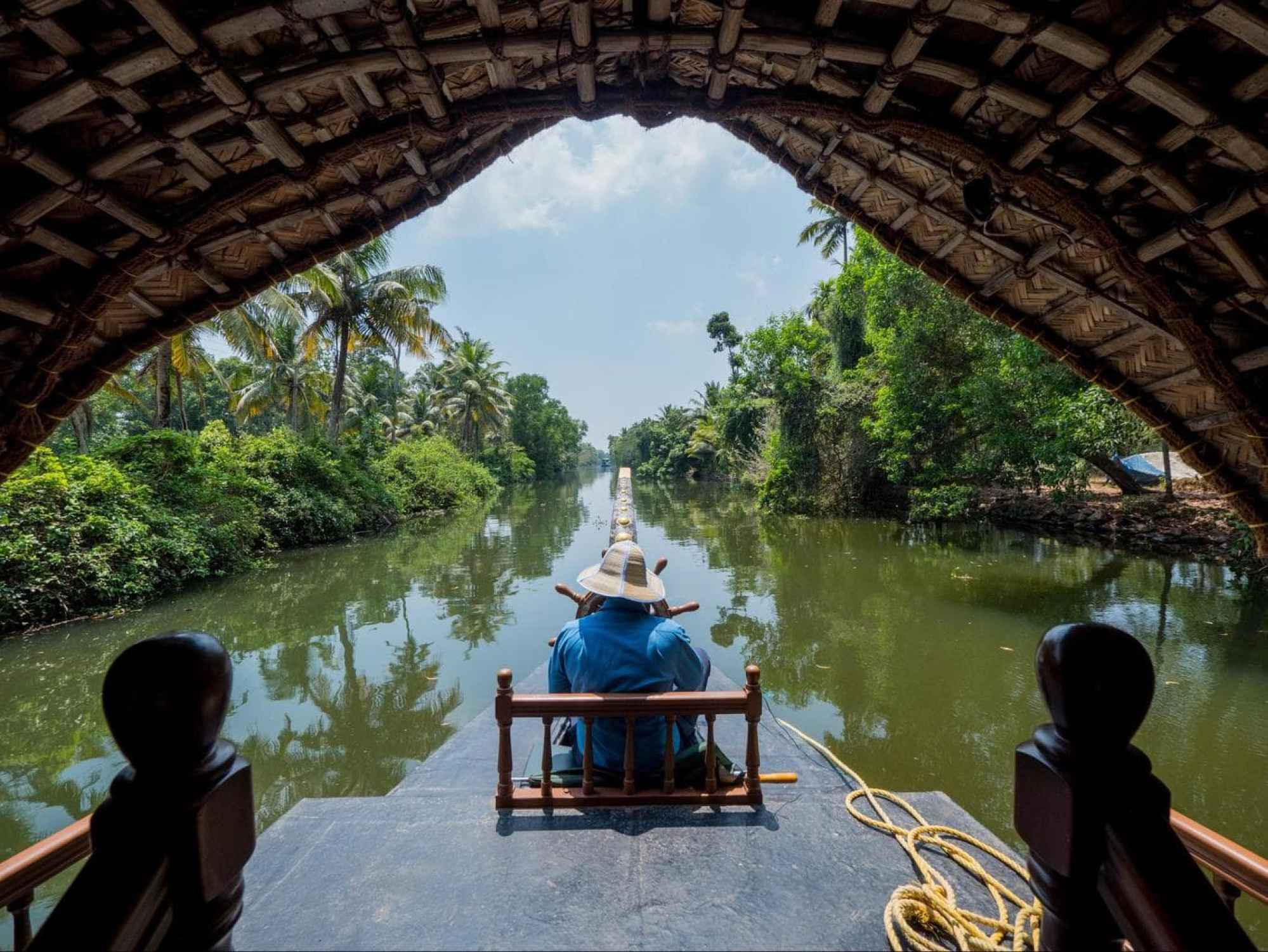 Guided tour providing insights into life on the backwaters