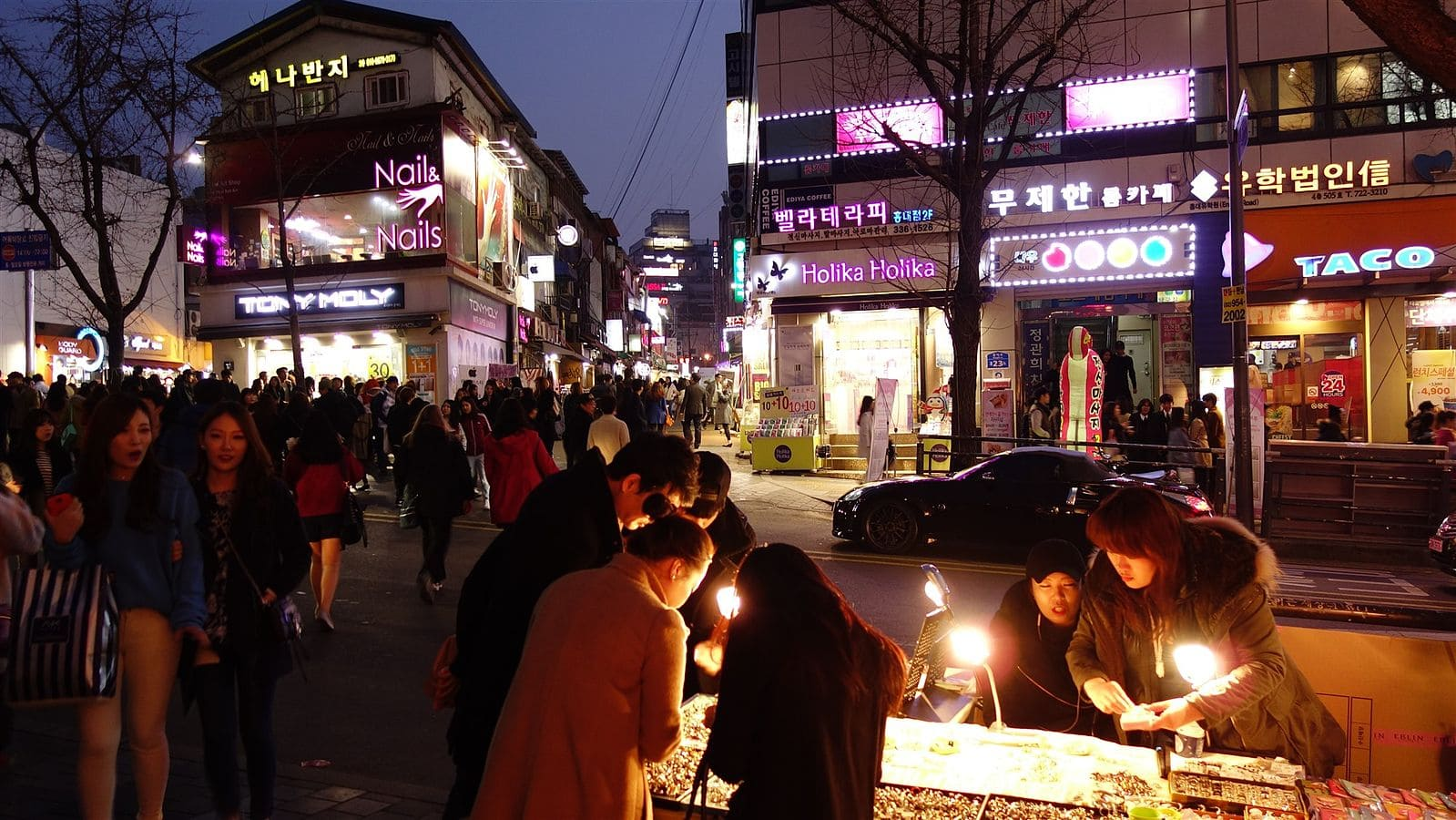 A bit of night shopping before the party in Hongdae