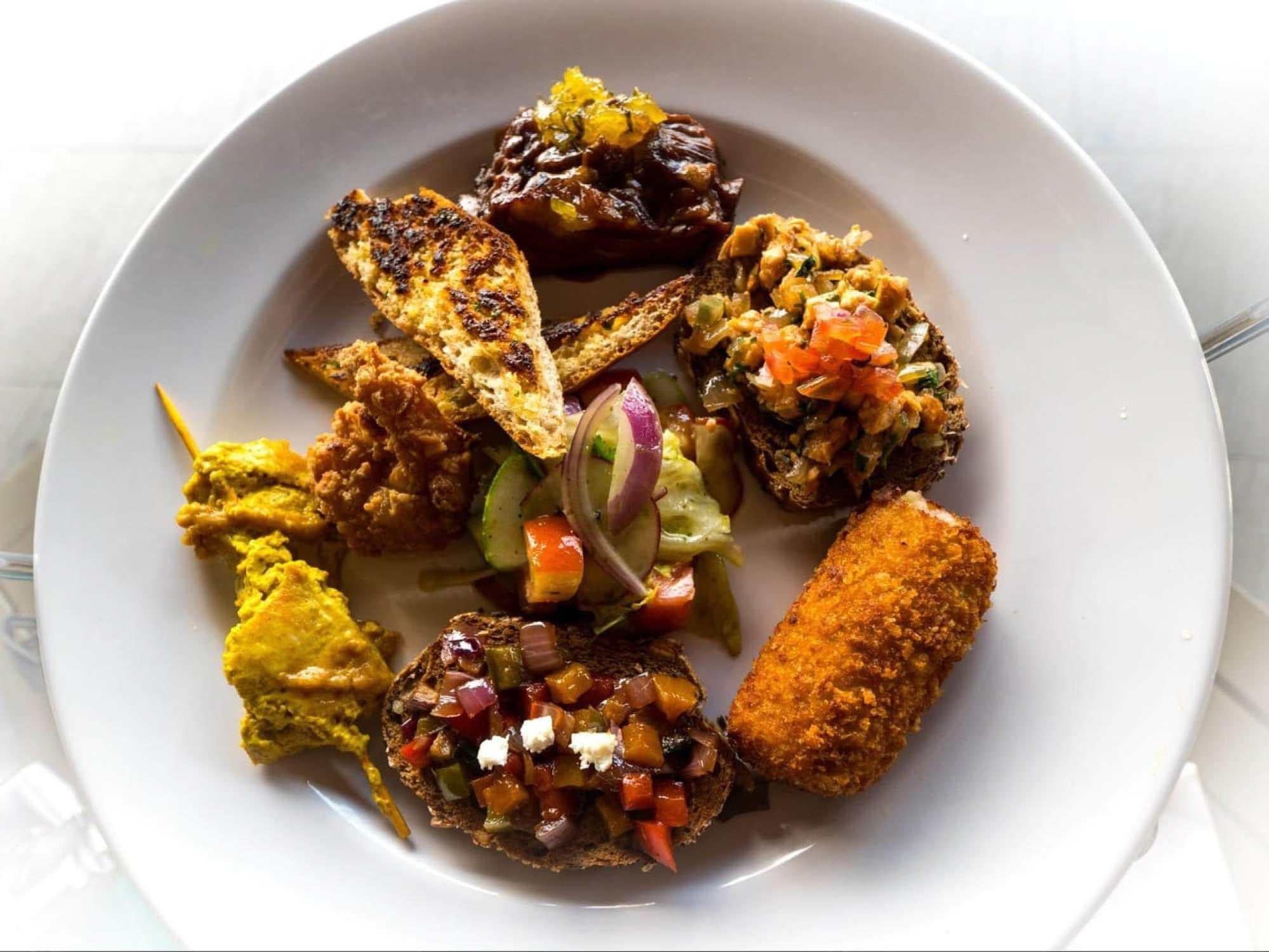 Tapas lunch at Vahavu Bistrot