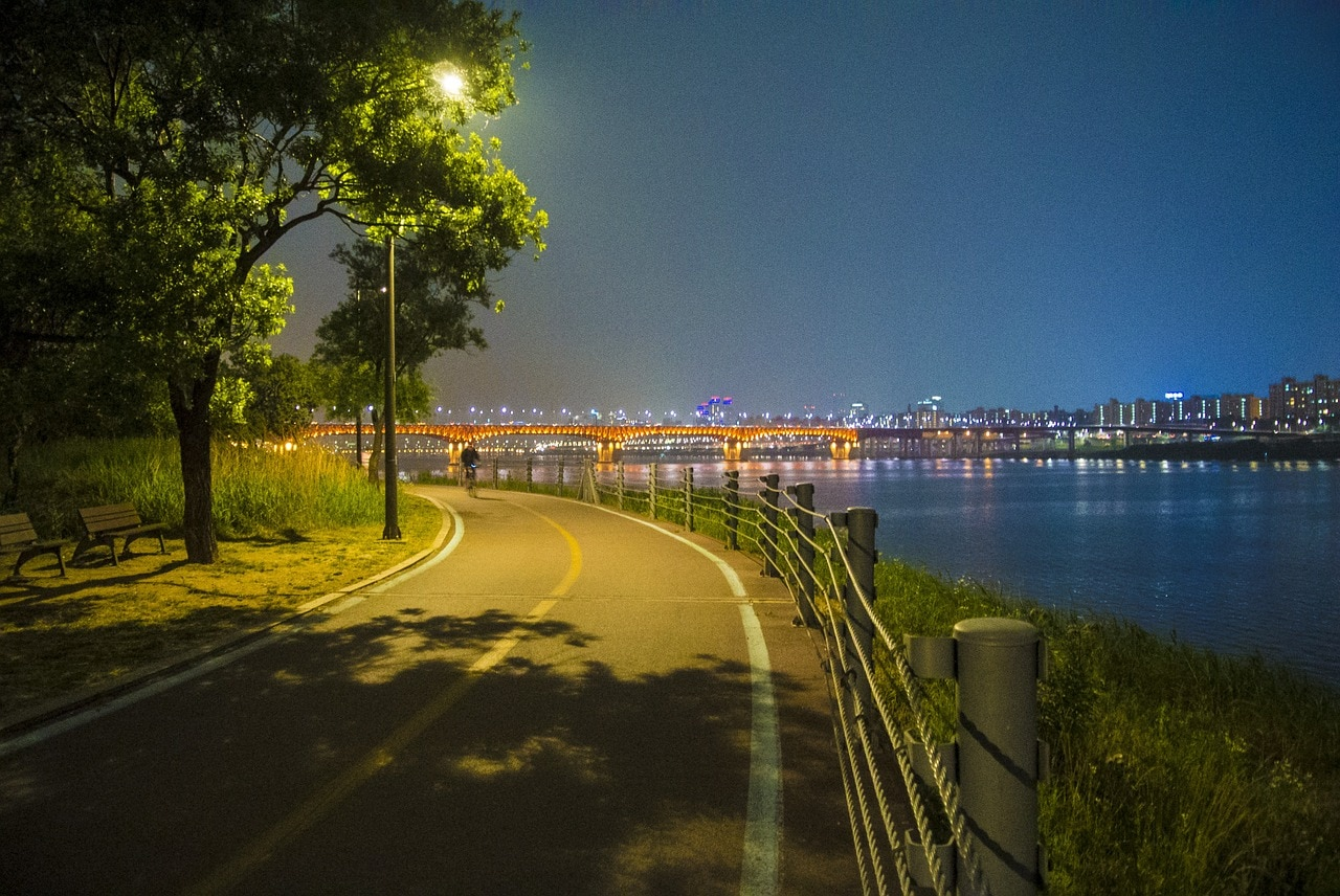The Han river is safe to walk at night