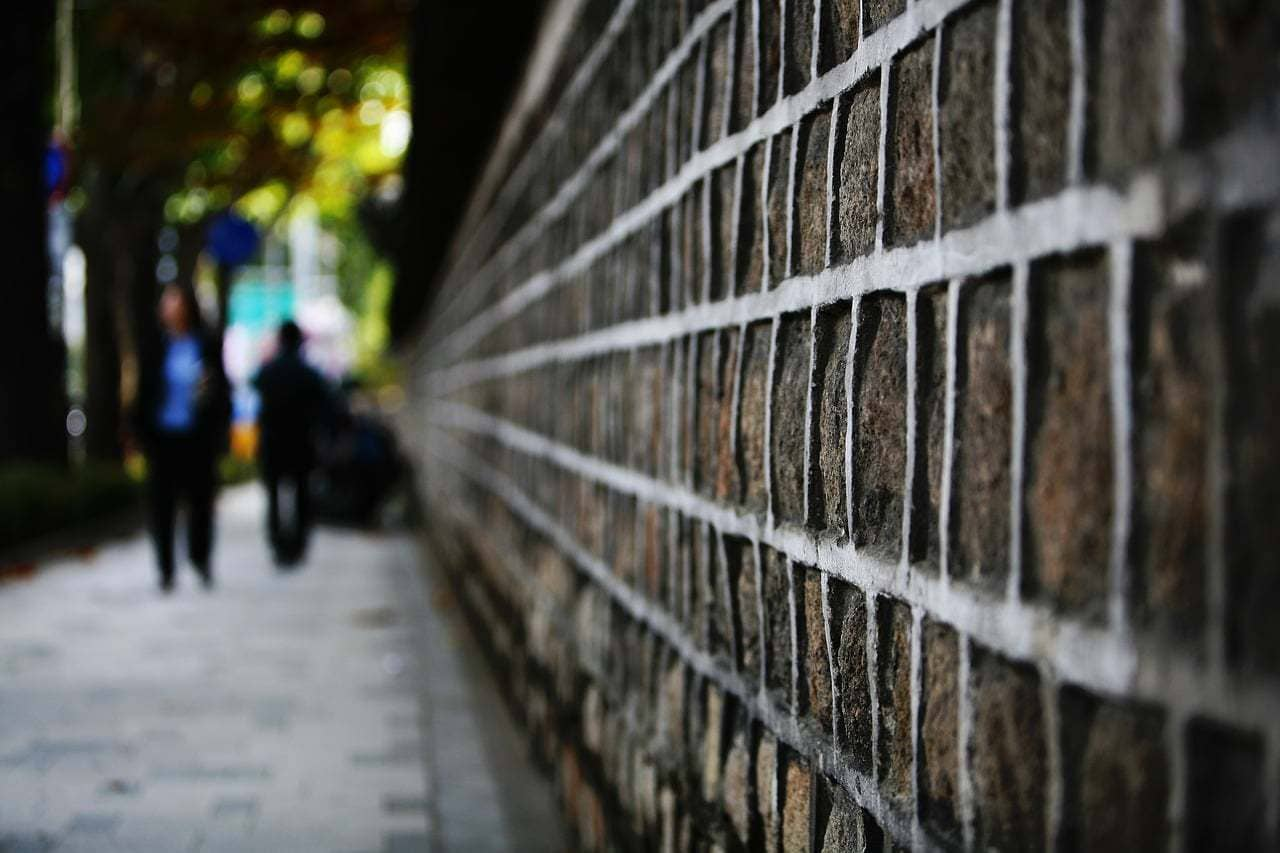 The stone wall path leading to Samcheongdong