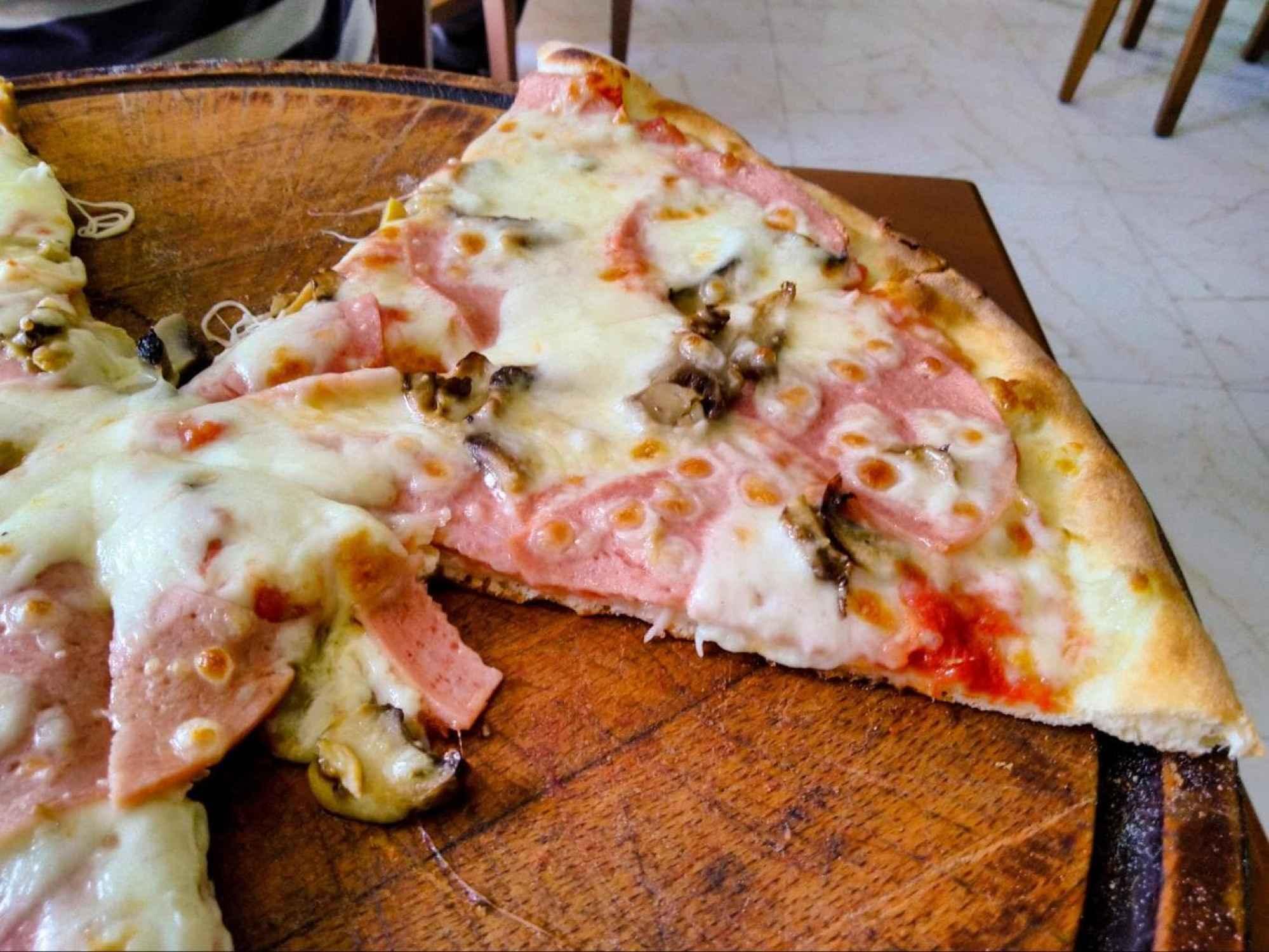 Albanian pizza, pretty much like Italian pizza