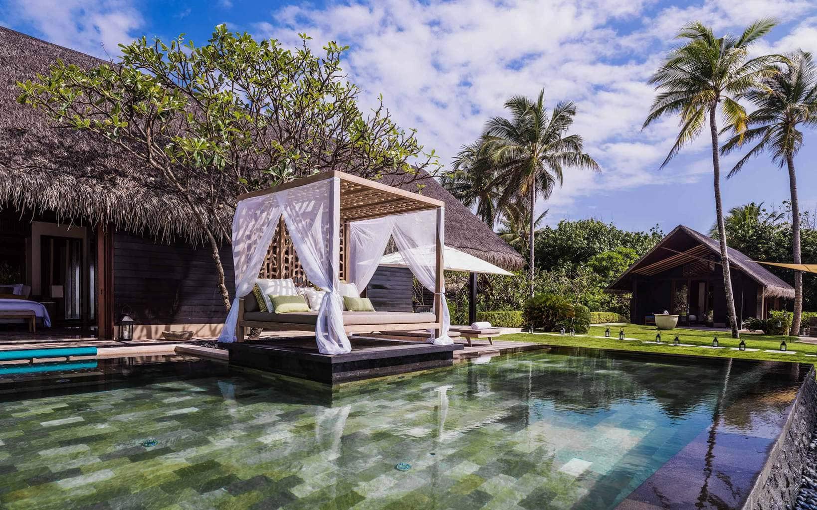 Oneandonly Reethi Rah Grand Sunset Residence pool
