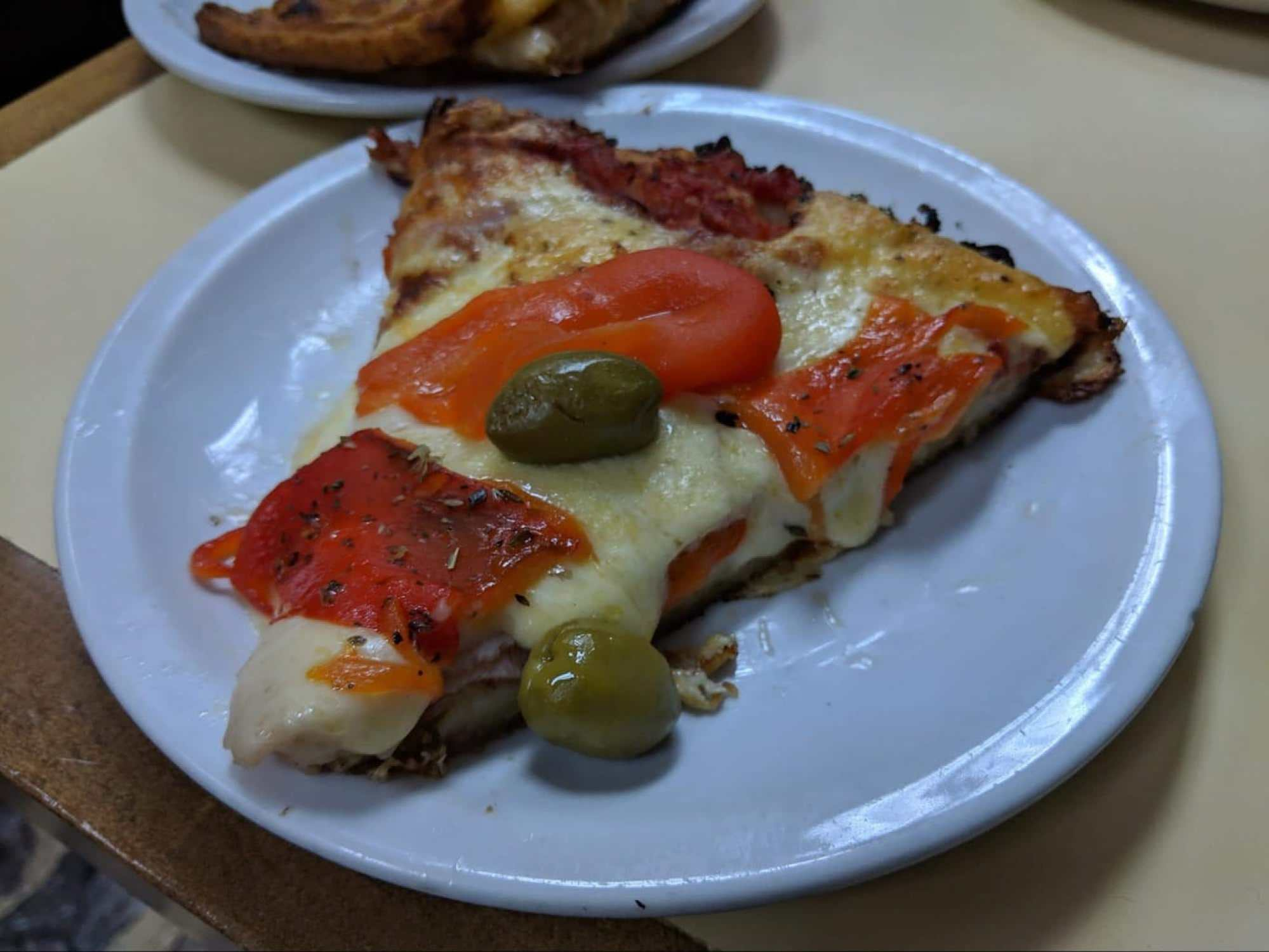 Argentinian pizza muzarella with peppers