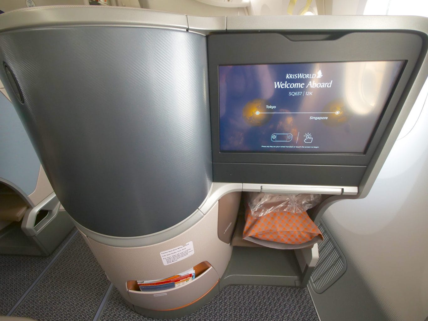 More storage on the Singapore Airlines Boeing 787-10 Business Class