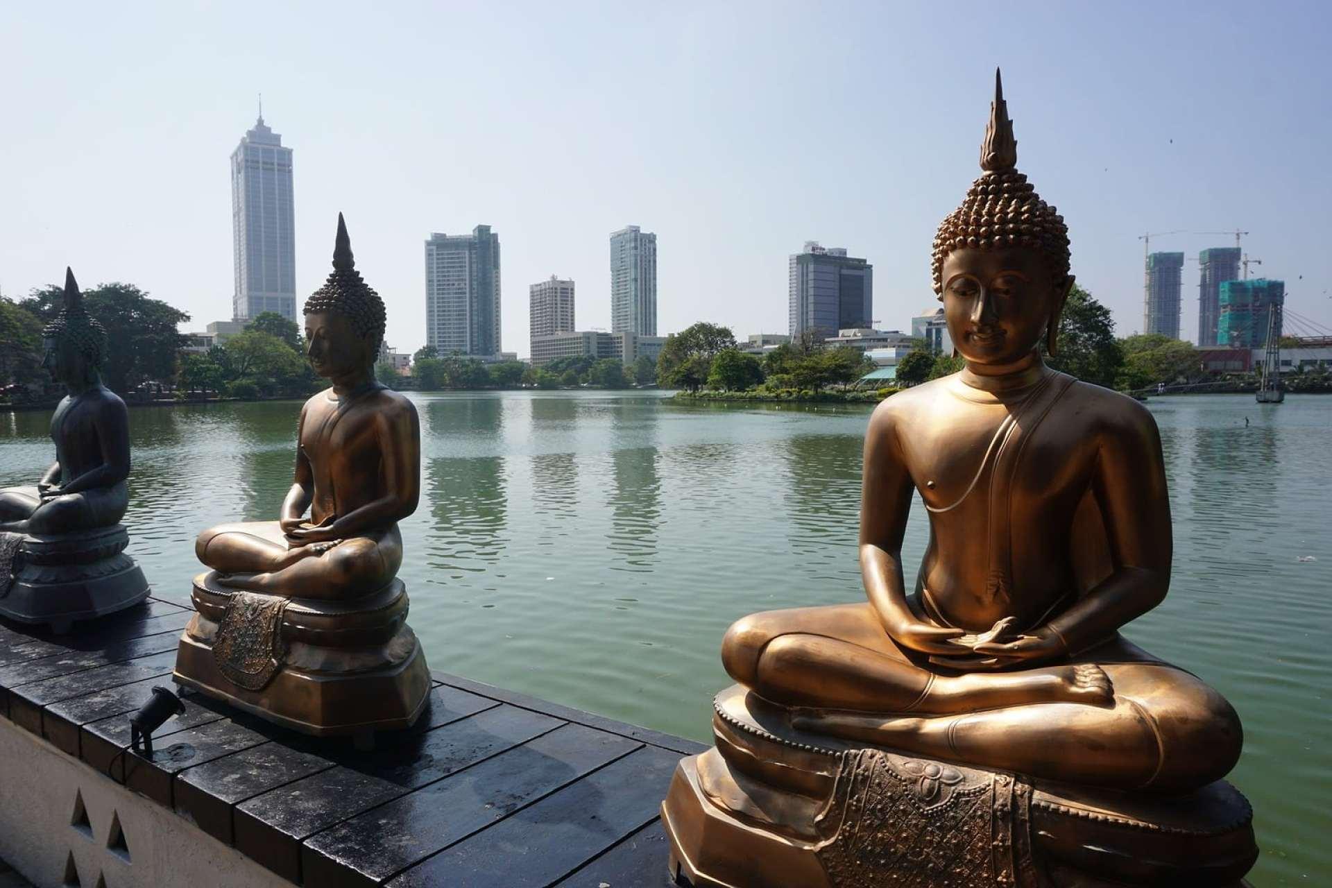Statues at Seema Malakaya